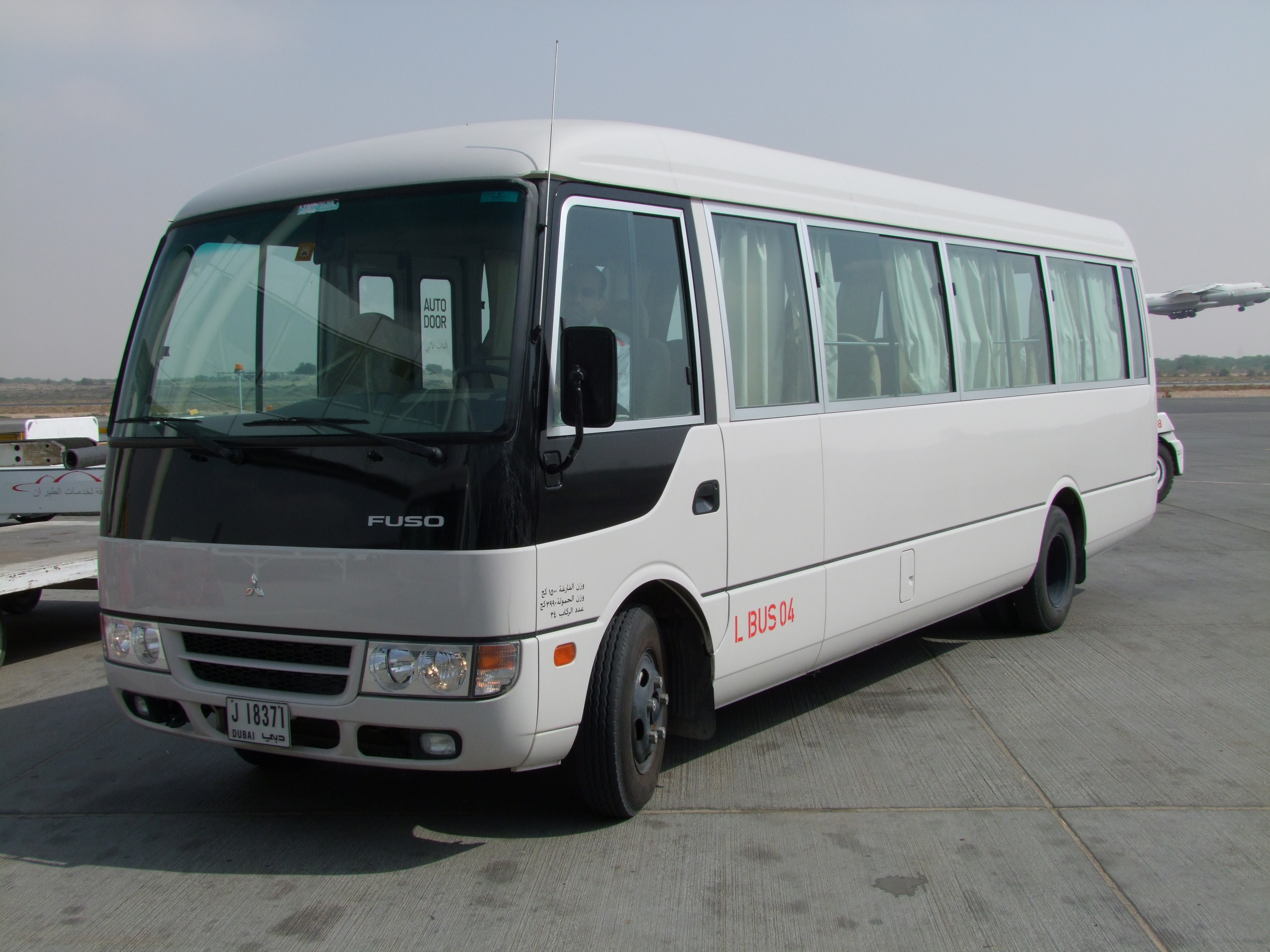 Ağ avtobus Mitsubishi Rosa